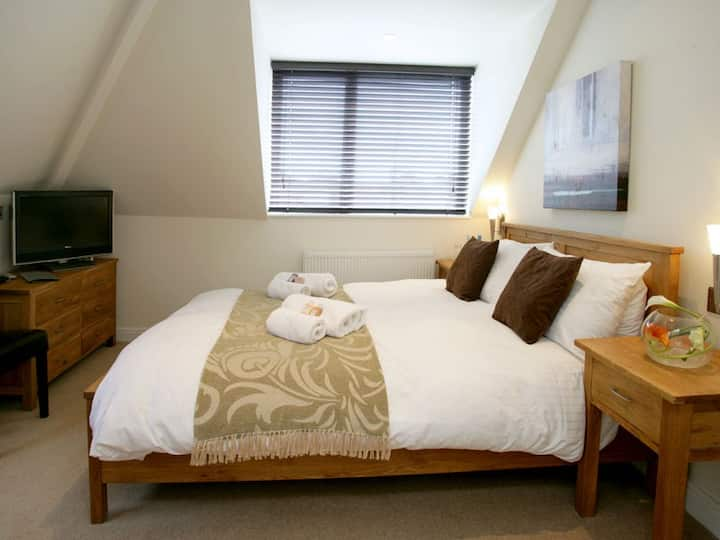 Small but cosy double room with king size bed