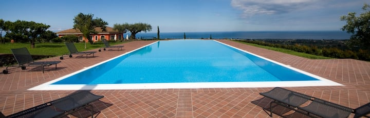 Villa EtnAmare divided into 3 units - Glicine