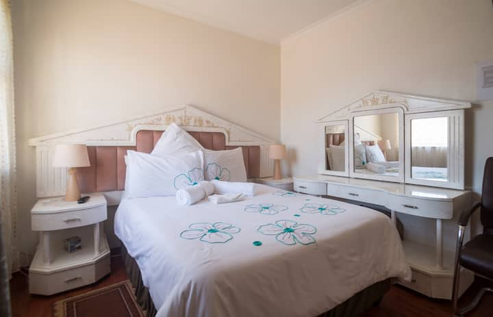 Nomase's Bed and Breakfast - Bright room