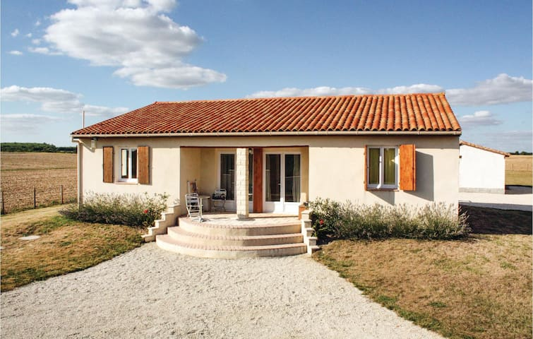 Holiday cottage with 4 bedrooms on 125m² in Le Gicq