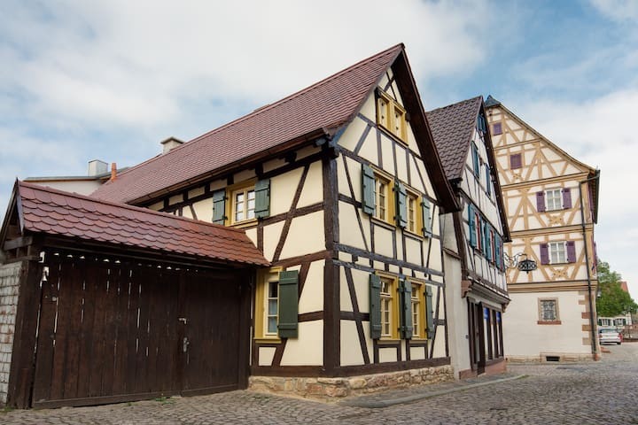 Kleines Fachwerkhaus - Großostheim - บ้าน