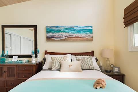 Private Poolside Suite in an Artist's Villa Near Kite Beach
