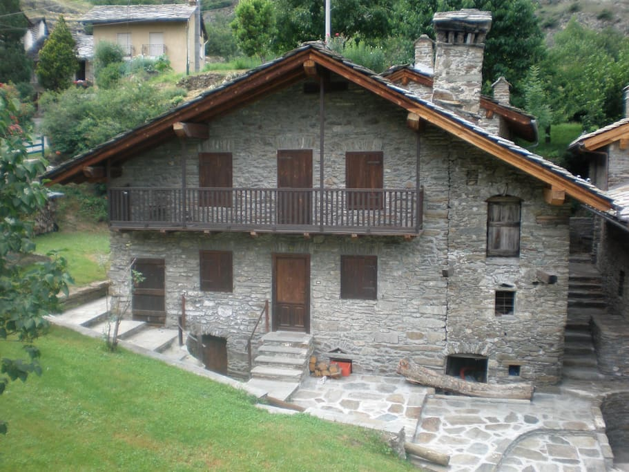 Casa mecosse houses in affitto a valle d 39 aosta valle d for Arredo bagno valle d aosta