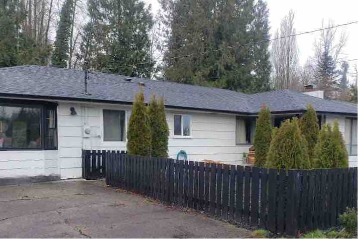 Olympia/ Tumwater house- private big yard, DIY