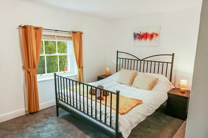 Smart City Centre Apt - Sleeps 4 - Free Parking