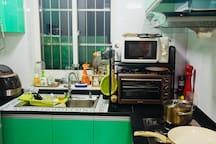 厨房一应俱全,主人对于烹饪的热爱在此暴露无疑