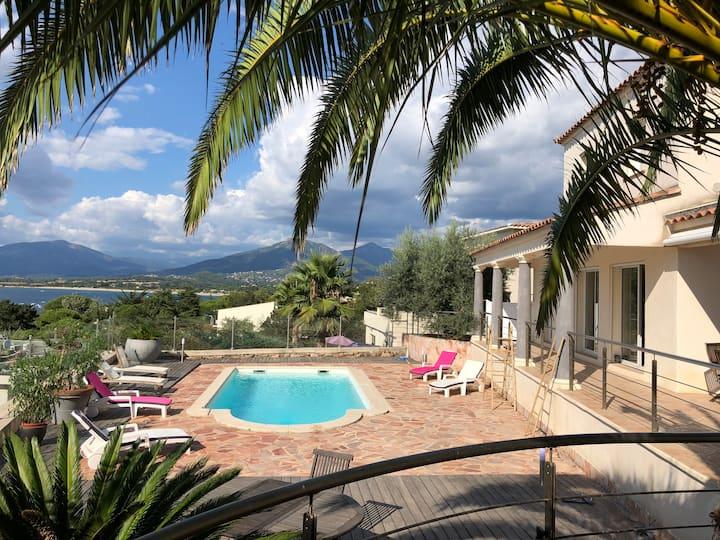 Villa vue mer golf d'Ajaccio piscine chauffée !