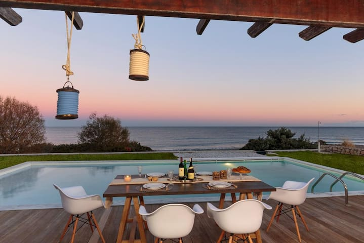 VILLA   SEVIL  LUXURY BEACHFRONT WITH PRIVATE POOL - Lachania - Huvila