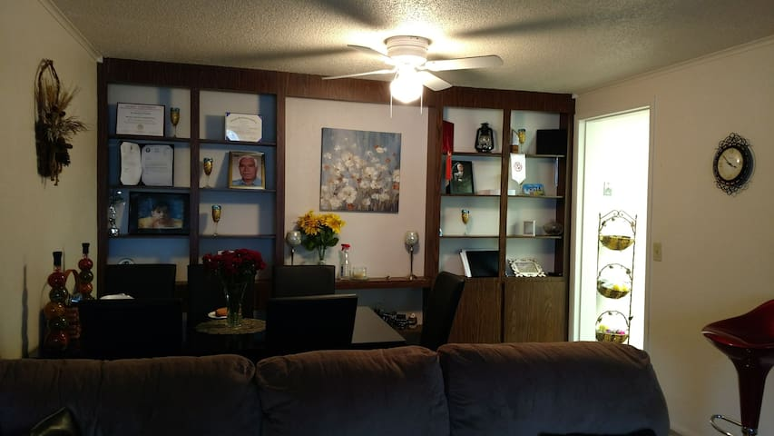 2 BD, private patio,15 min from OSU - Columbus - Appartement