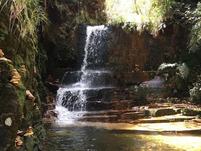 Trilha do Sol - Cachoeira do poço dourado  Este complexo de cachoeiras e trilhas fica a 30min da casinha.