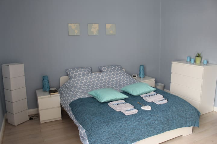 Private room, spacious and calm + free parking! - Strasbourg - Ev