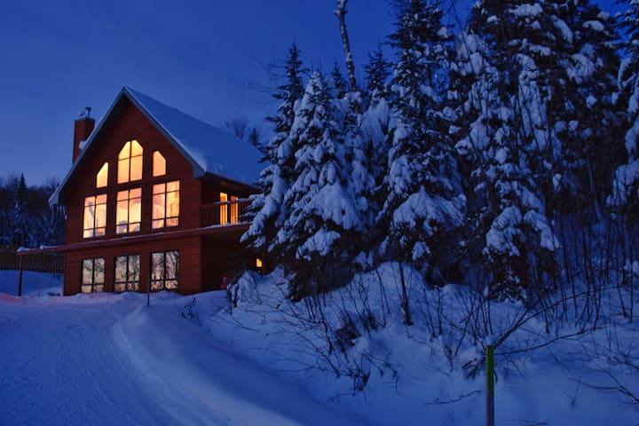 Magnifique maison neuve, vue montagne+lac - Lac-Beauport - House