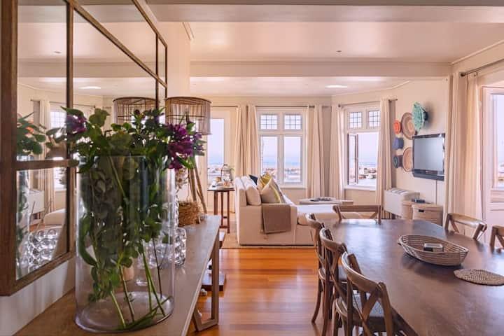 5 New Kings, Luxury flat in the heart of Kalk Bay!