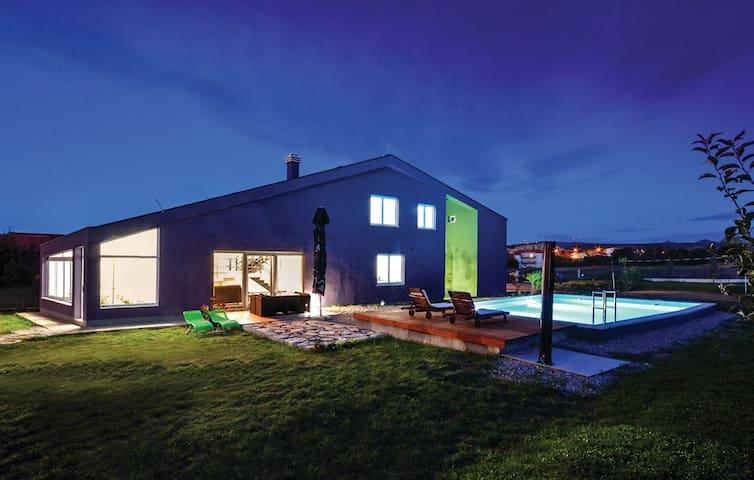 Vacation Villa SARA with private pool - Košute