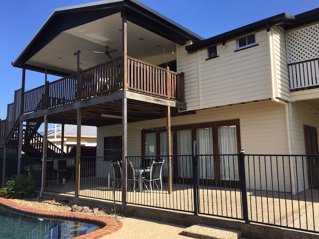 Charming Queenslander, Private,close to Base Hospital  Ground floor