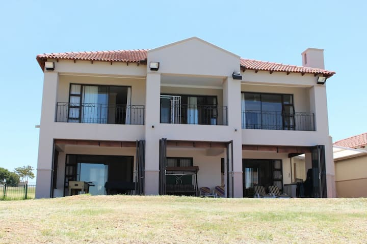 Home on Vaal Dam Water Edge