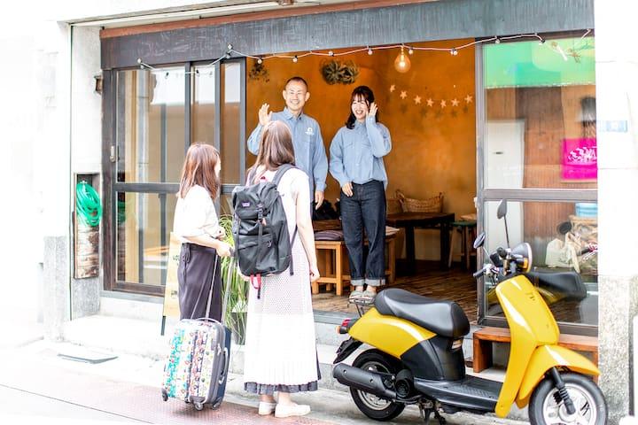 東京浅草、古民家ゲストハウス1軒貸切。最大14名宿泊可。専用ダイニングスペース、女子会、2次会最適。