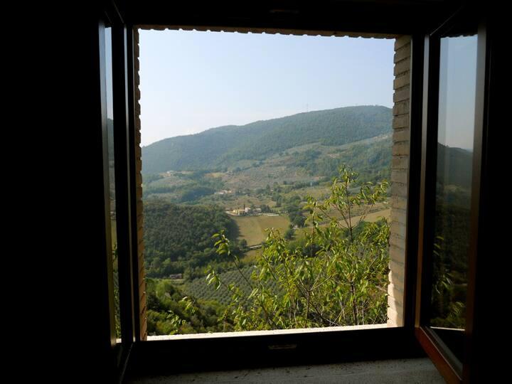 Triple room in medieval village Guesthouse Runcini