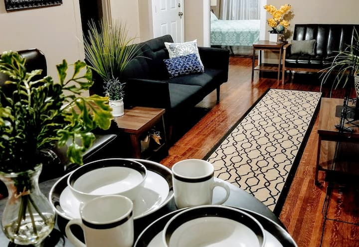 ❤The Indy Apartment with FREE PARKING/WIFI❤