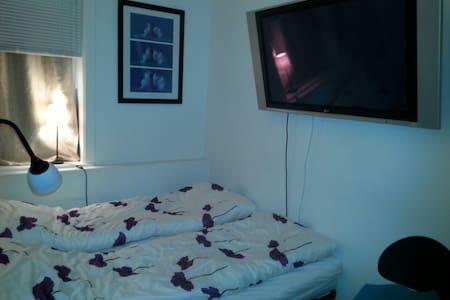 Small cozy room, city center, WIFI! - ออสโล