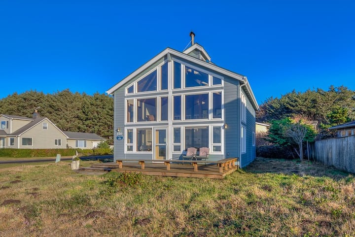 Watch the Waves Crash from this Ocean View-Pet Friendly Home!