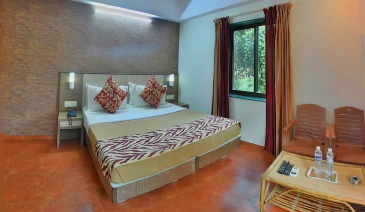 STANDARD ROOM AC QUEEN BED Near Baga, Titos Lane