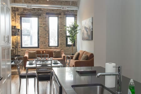 Wicker Park Retreat Sleeps Ten - Chicago