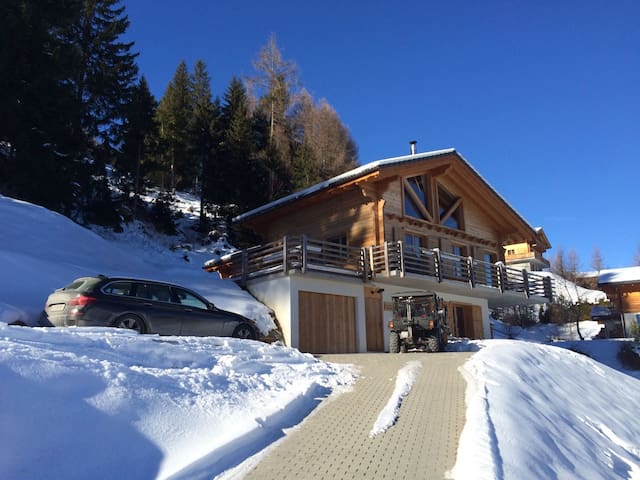 A warm welcome in a luxurious chalet in La Tzoumaz - Riddes - Hytte (i sveitsisk stil)