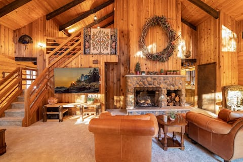 NEW! STUNNING Log Cabin in the heart of Poconos!