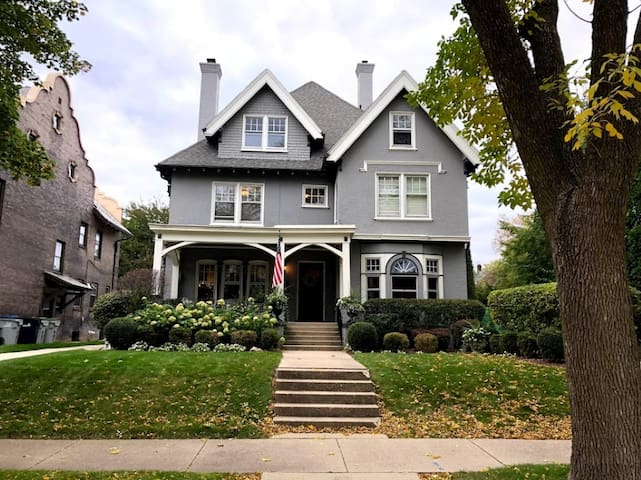 Charming, East Side mansion perfect for DNC!