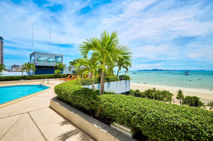 Beachfront Studio Condo in a Perfect Location!!!