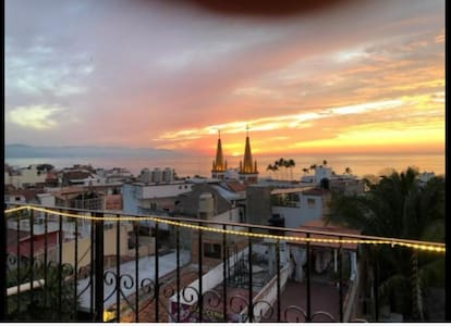Ideal x Solo Travelers Cozy room Close to Malecon