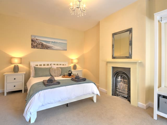 Clarence Cottage 2 Bedroom Cottage in Whitby
