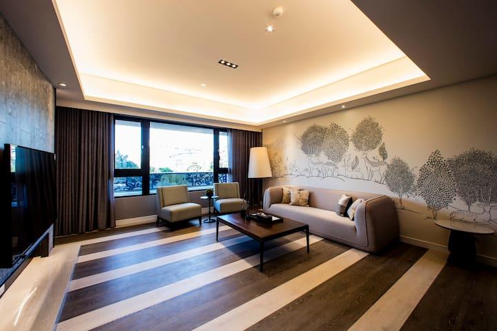 典雅飯店式公寓(3樓),步行至捷運站只需10分鐘,搭車到101大樓只需5分鐘,室內有180平方公尺