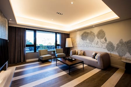 典雅飯店式公寓,4套房4衛浴,步行至捷運站只需10分鐘 - 信义区