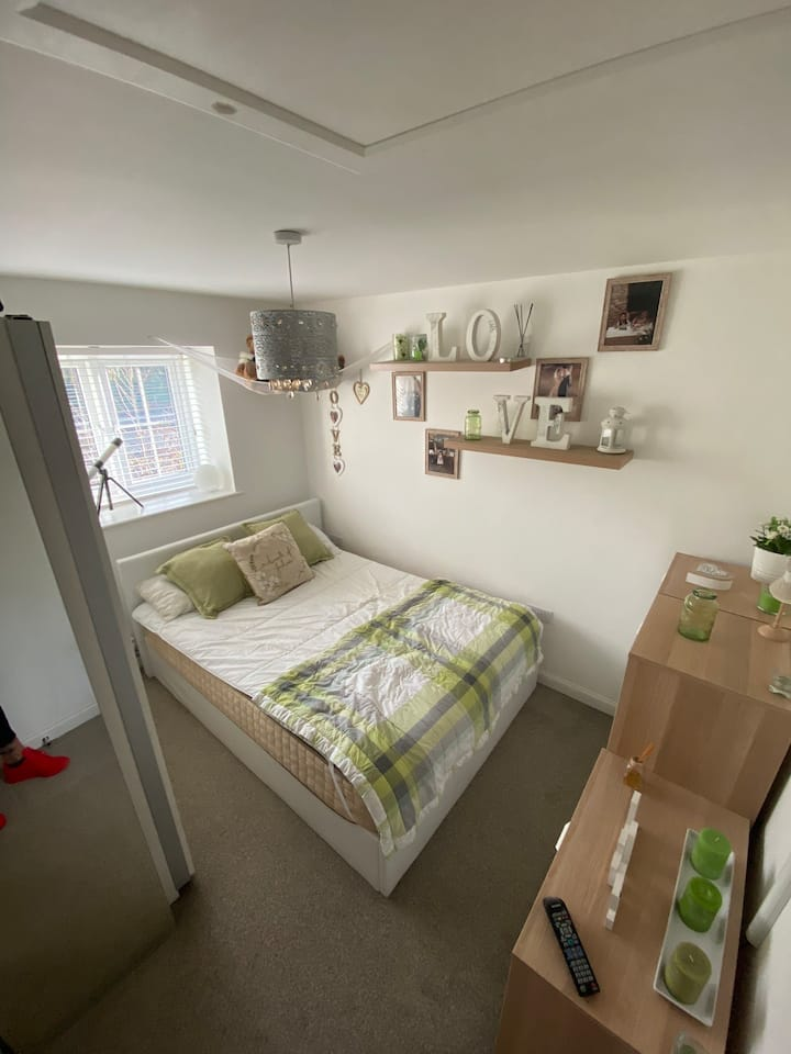 Double room 2 minutes from Newcastle.