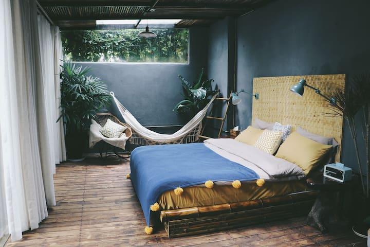 bamboo room 独门独院带天台的市区内竹屋 近昆明火车站