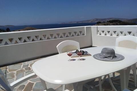 Место для 2-4 человек, веранда на крыше, красочный вид на море
