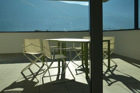 Modernité dans un ancien bourg du Tessin - Bellinzona - Pis