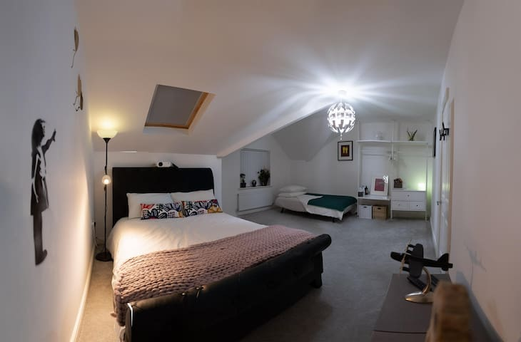 Lovely Modern Room in Liverpool