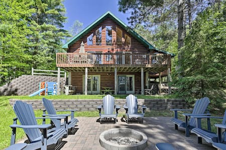 NEW! Lakefront Hazelhurst Cabin: Dock & Pool Table