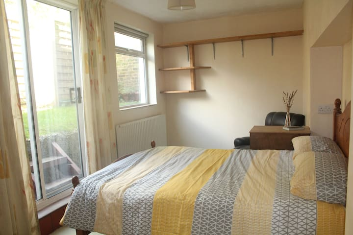 Lovely Private Double Room with own small garden