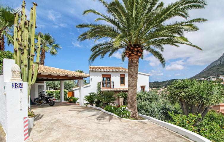 Holiday cottage with 4 bedrooms on 135m² in Denia