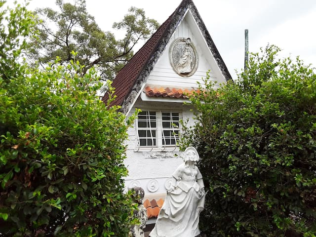 Private studio in Brisbane's iconic Fairy House