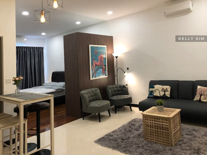 Silverscape Luxury Studio with Free Wifi & Carpark