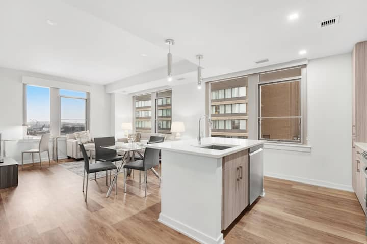 Crystal City | Stunning 2Bed | +Amenities | by GLS