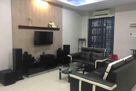 Melaka Cosy Stay Fancy Bar family WIFI Smart TV