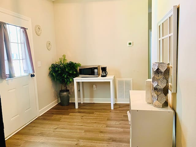2 BR Perfect Stay Near Parris Island and Downtown