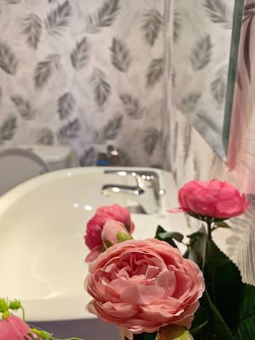 Small bedroom & private bathroom near metro DIFC