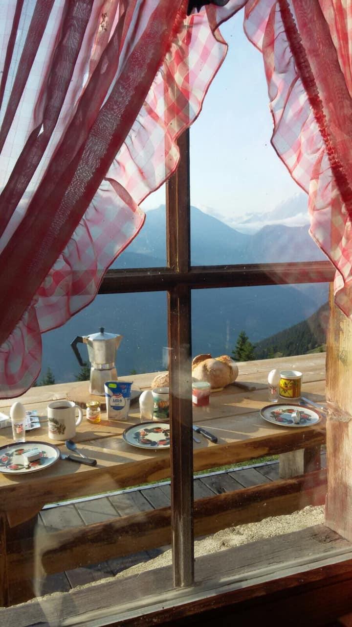 Alphütte , Traumhaftes Bergpanorama